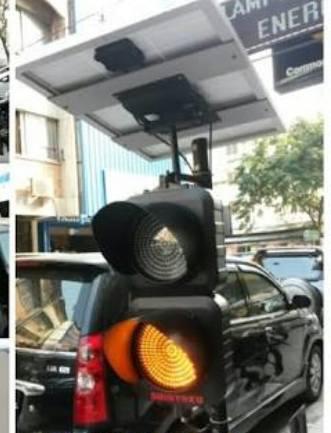 Lampu warning led solar cel